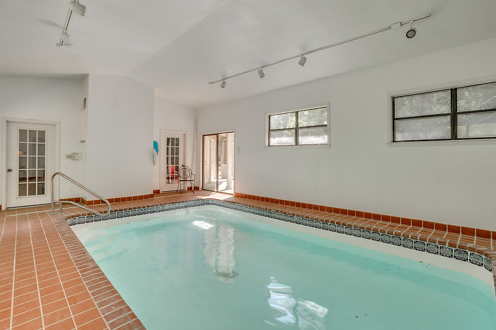 The pool at River Road Terrace Condos in