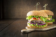 Burger-with-vegetables-679008.jpg