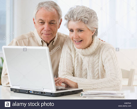 senior-couple-looking-at-laptop-X0EPNX.j