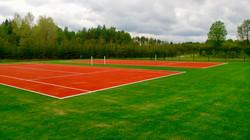 Tenniseväljaku aed
