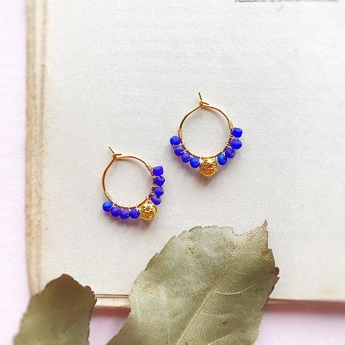Micro anelle con rocailles e boule centrale - INDACO