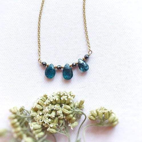 Catenina con tre gocce di Cianite Blu/Verde