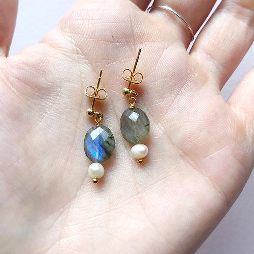 Orecchini con mandorle di Labradorite e Perle di Fiume coltivate