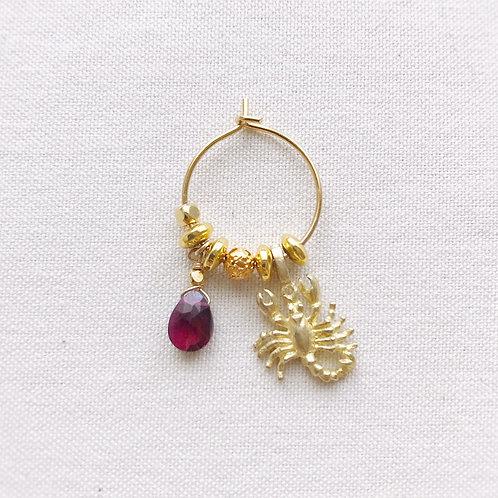 Monorecchino Amuleto Kali - Granato rosso e Scorpione