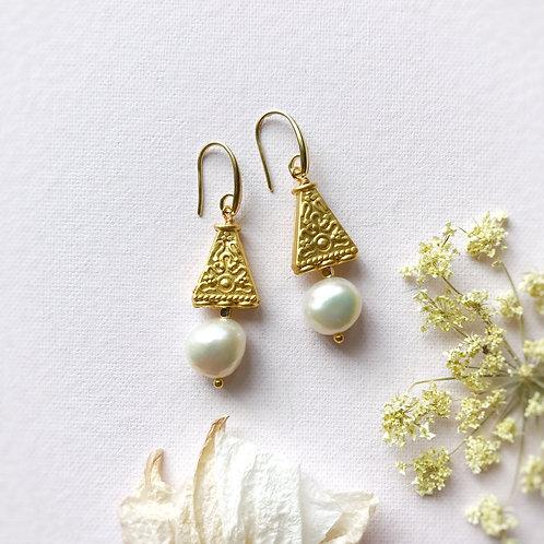 Orecchini con Filigrane triangolari e Perle di Fiume coltivate