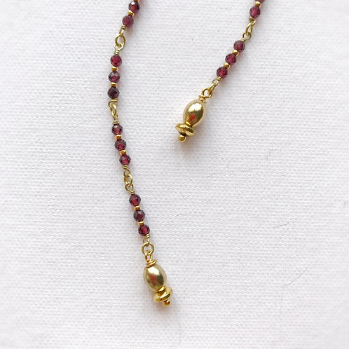 Lunghi orecchini pendenti con granuli di Granato rosso