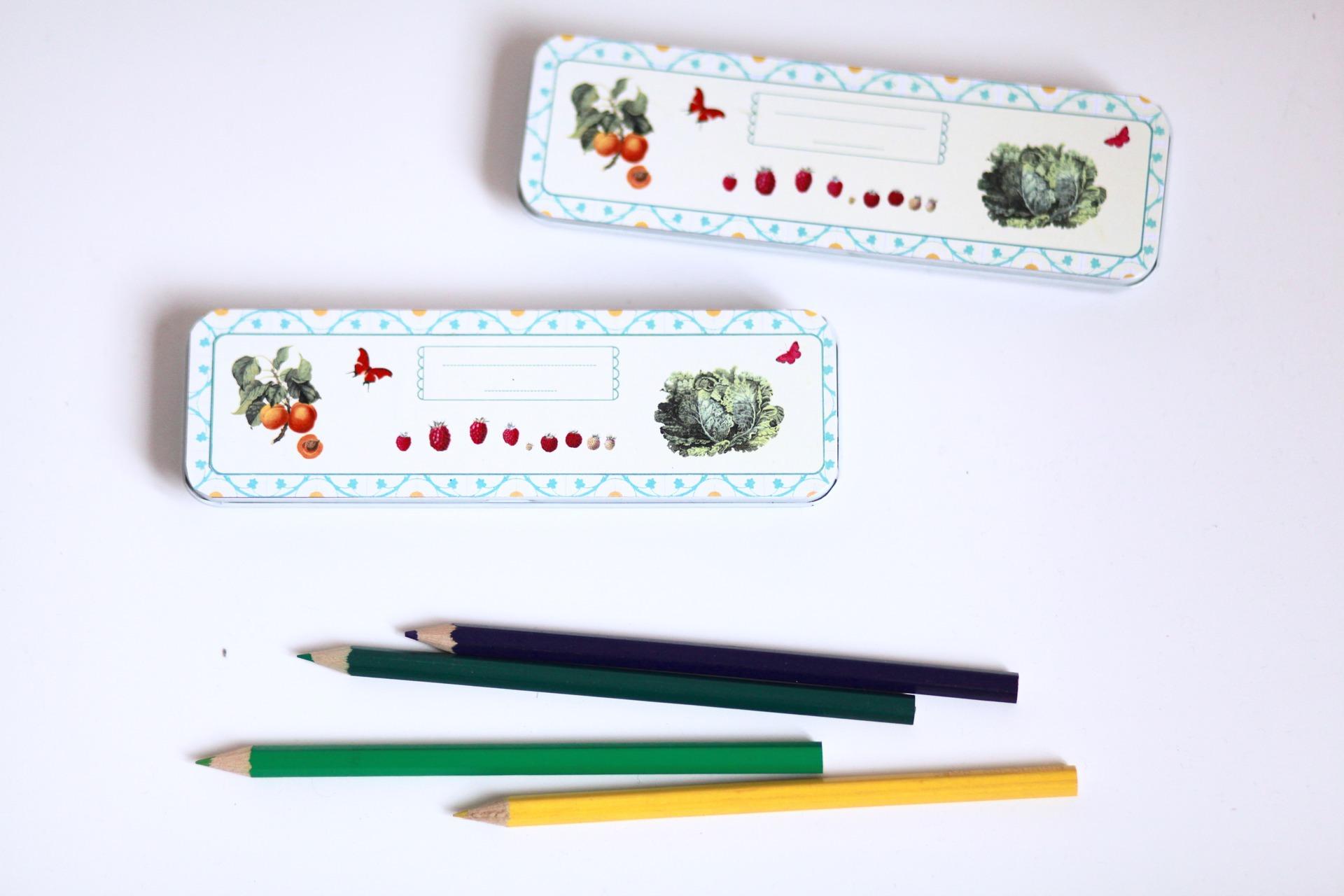 materiel-pour-ecriture-petite-boite-de-crayons-de-couleur-15837782-img-4982-jpg-0ee424-cccd7_big