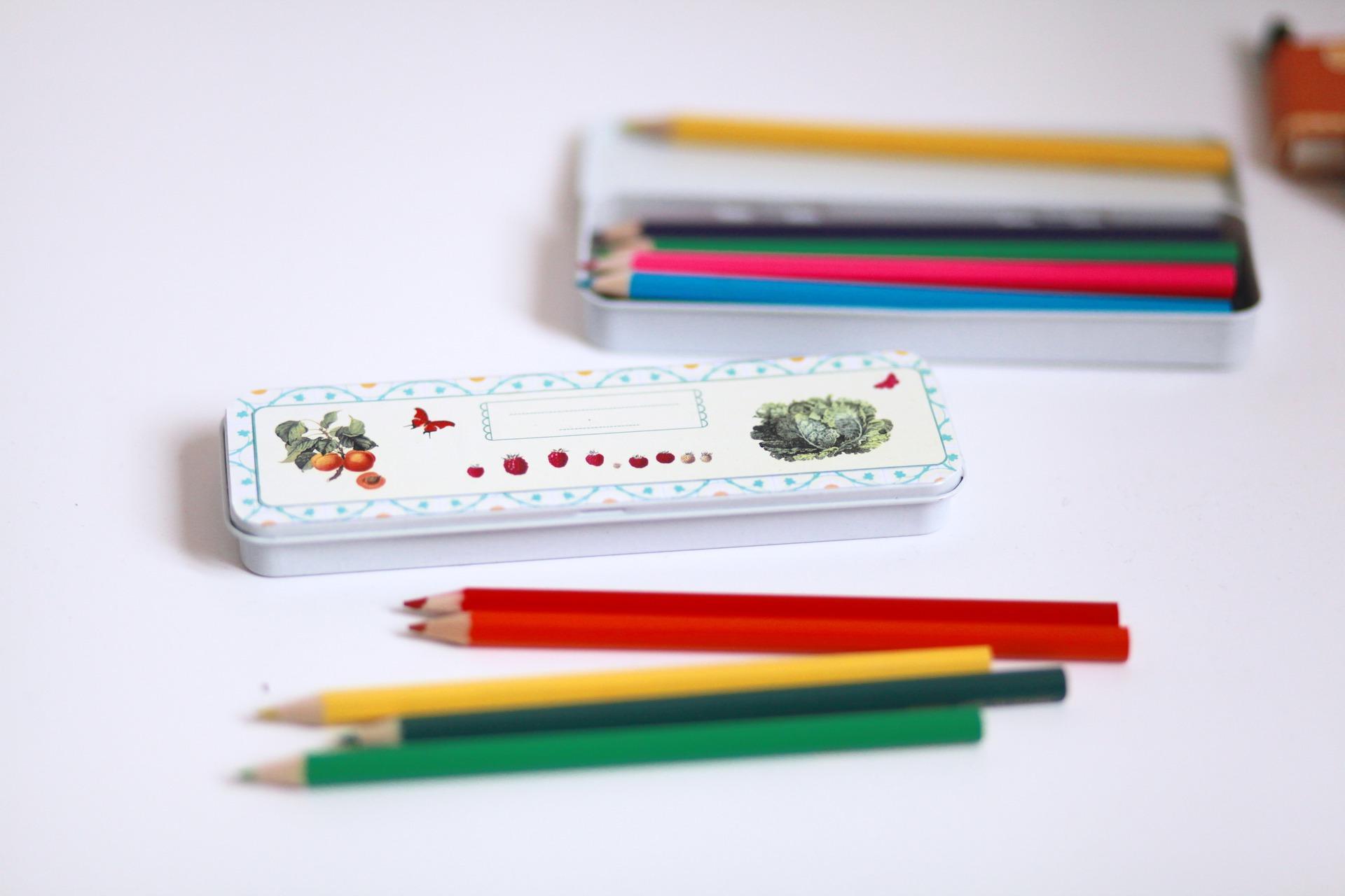 materiel-pour-ecriture-petite-boite-de-crayons-de-couleur-15837782-img-4979-jpg-1dd760-48243_big