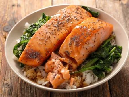 Salmón con arroz y verduras