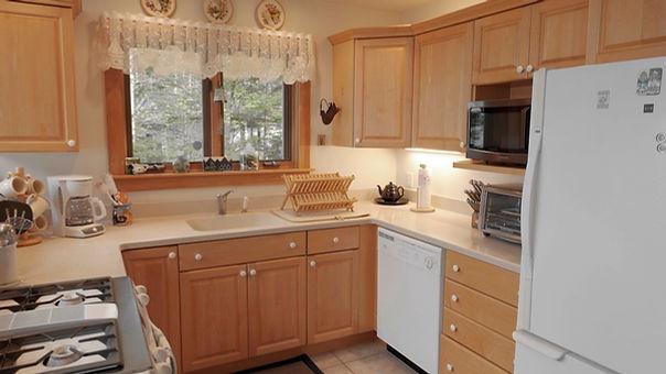 09 Kitchen 1.jpg