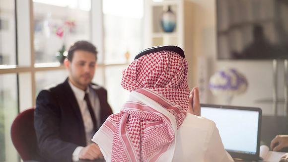 Business-meeting-in-Saudi-Arabia-1920x10