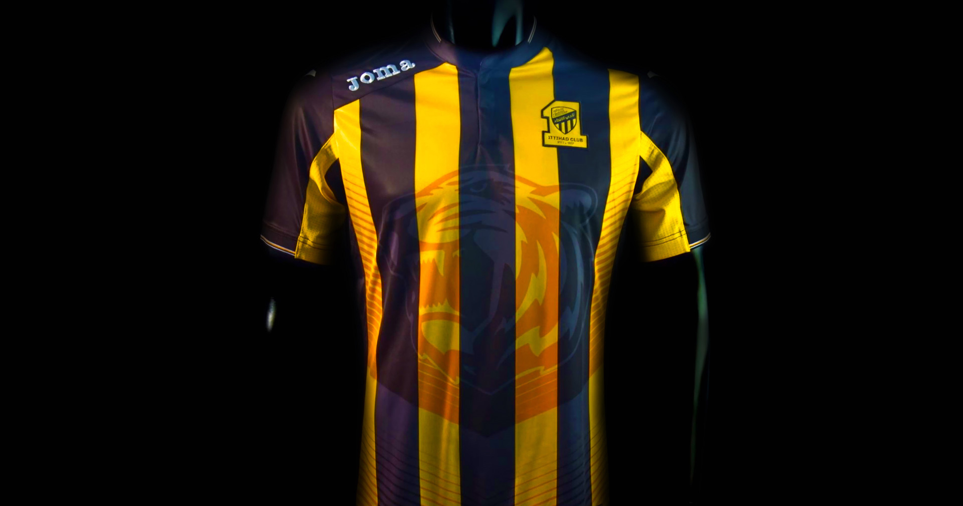 Ittihad FC 2016 Home Kit.jpg