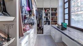 Рабочее место в гардеробной