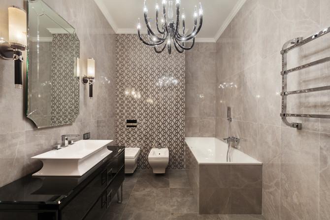 Проходная ванная комната с двумя входами