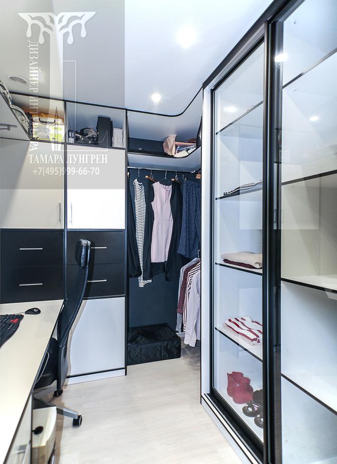 Как  уместить кабинет в гардеробе