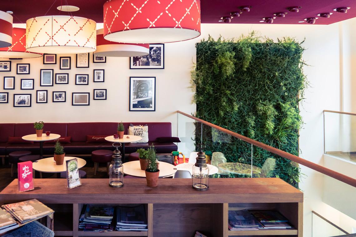 Mur vegetal interieur restaurant.jpg