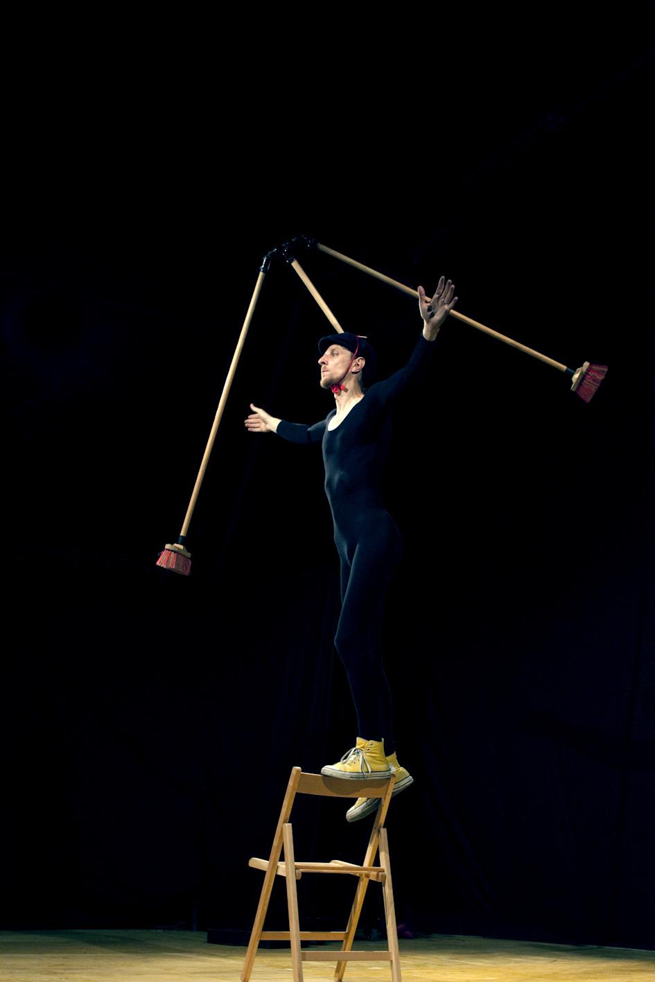 Tobia Circus in Equilibrium Tremens