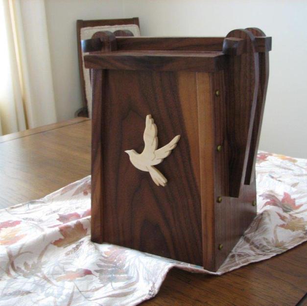 200820-Gord Earle Cremains Urn.jpg