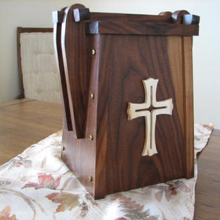 200820-Gord Earle Cremains Urn 4.jpg