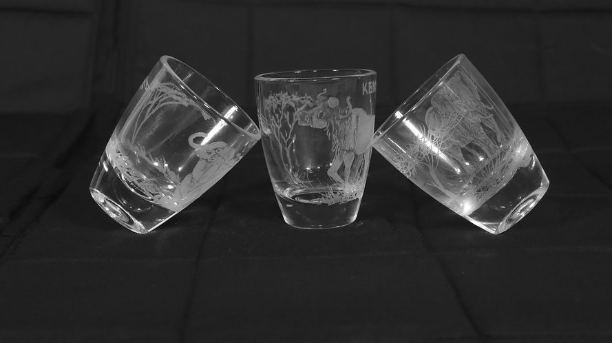 Engraved tot (short) glasses