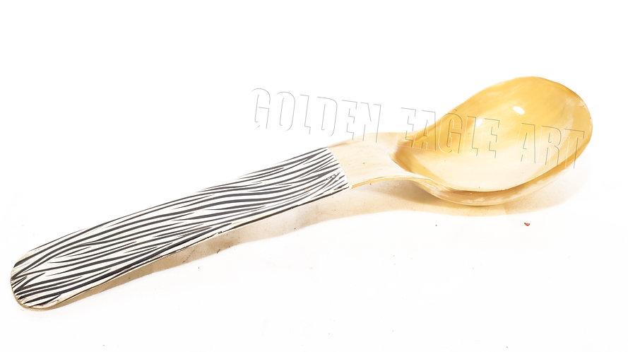 Horn salad spoon