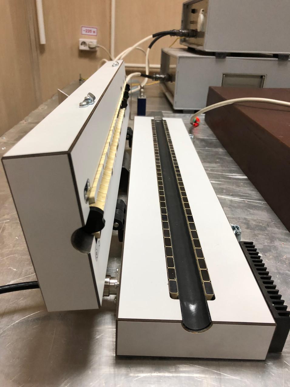 Клещи связи для инжекции тока помех в линии