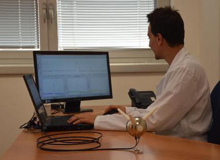 Трех-осевой оптоволоконный датчик поля SEP