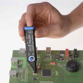 Карманный мини-генератор импульсов для проверки помехозащищенности электронных модулей LANGER-EMV P21