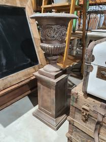 Pedestal and urn