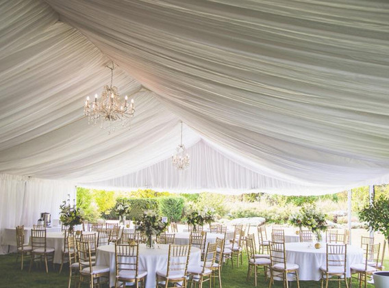 Marquee with lining round tables gold ch