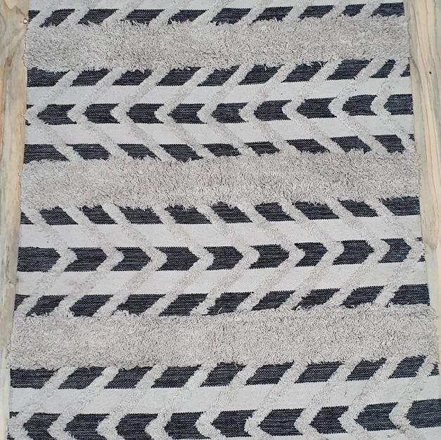 Black and White Arrow Rug 1.2m x 2m
