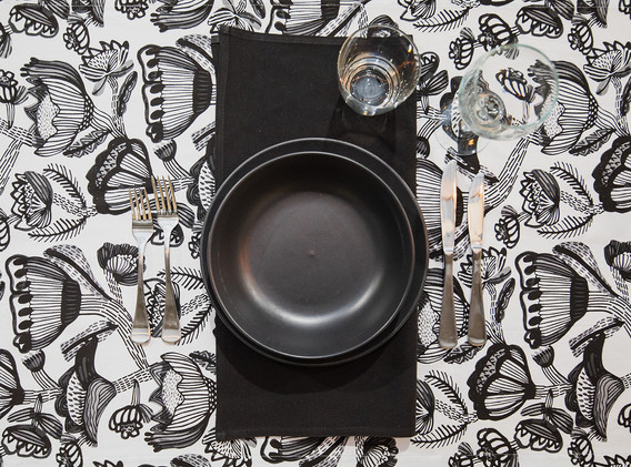 Black crockery, black serviette