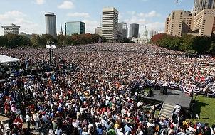 rally crowd.jpg