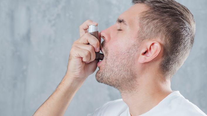 Olej CBD na astmę – czy chorobę dróg oddechowych warto leczyć kannabidiolem?