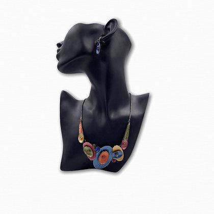 Parure collier et boucles d'oreilles perceuses multicolores