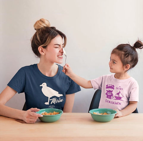 mom-and-daughter-wearing-t-shirts-mockup