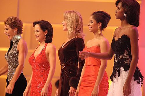 Laurie Gray (second from left) and Nancy Redd (second from right), Finalists at the 2004 Miss America pageant