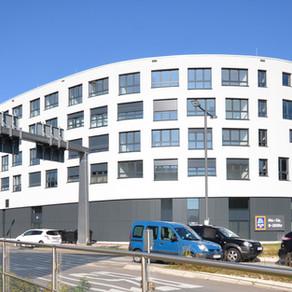 Hier lief alles rund: FunderMax® Fassade am Aesculap-Kreisel in Tuttlingen