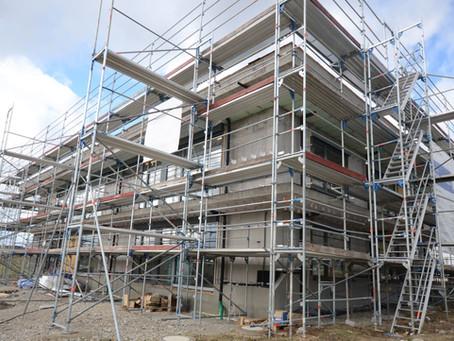 Ein Mix aus Holz- und Faserzementfassade am Kindergarten Spitalhöhe in Rottweil