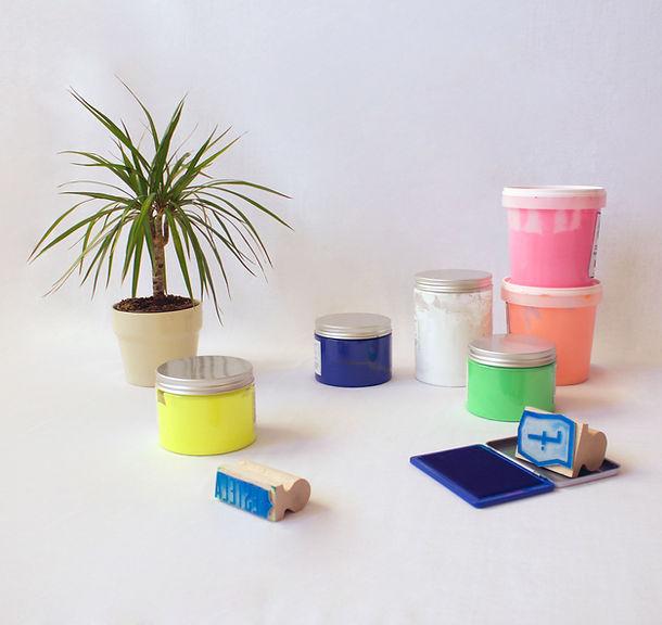 Tintas ecológicas de serigrafía, con base agua, para estampar todas nuestras sudaderas.
