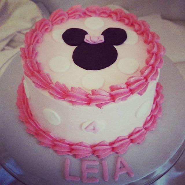 #sweetchef #sweetchefpastry #vanillacake #vanillabuttercream #pink #fondant #polkadots #discodust #m