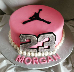#sweetchef #sweetchefpastry #birthday #jumpman23 #jordans #redvelvetmarble #vanillacake #vanillabutt