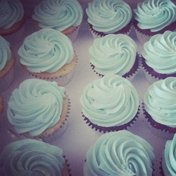 #sweetchef #sweetchefpastry #cupcakes #tiffanyblue #redvelvet #vanilla #vanillabuttercream #silverli