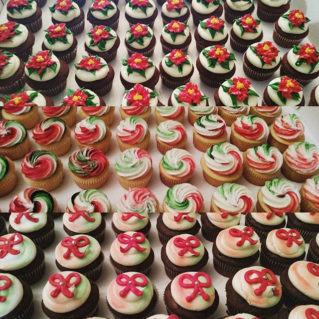 #sweetchefpastry #sweetchef #christmascupcakes #christmas #vanillacupcakes #chocolatecupcakes #redve