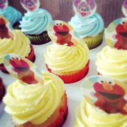 #sweetchef #sweetchefpastry #birthday #2ndbirthday #yellowcupcakes #chocolatecupcakes #vanillabutter