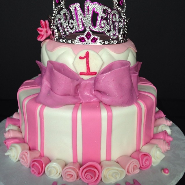 Instagram - #sweetchef #customcakes #vanilla #vanillabuttercream #fondant #princess #tiara #birthday