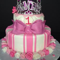 Instagram - #sweetchef #customcakes #vanilla #vanillabuttercream #fondant #princess #tiara #birthday
