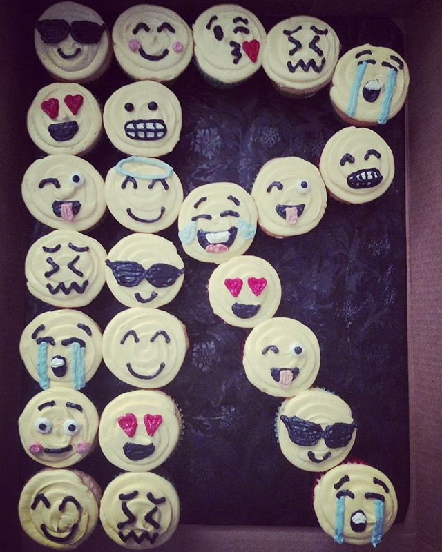 I am done with my orders for the weekend woohoo! _#sweetchef #nodaysoff #emoji #r #birthday #vanilla