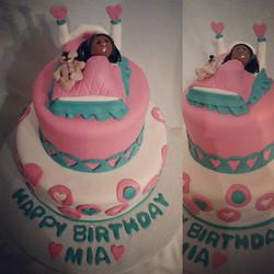 #sweetchefpastries #birthday #birthdaycake #customcake #confetticake #vanillabuttercream #fondant #b