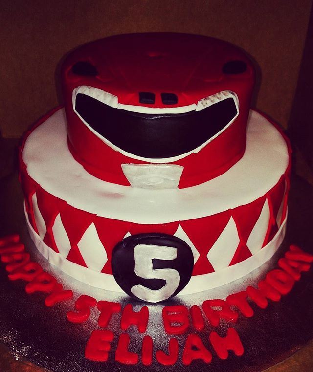 #sweetchef  #sweetchefpastry #chocolatecake #vanillabuttercream #fondant #satinice #powerrangers #re